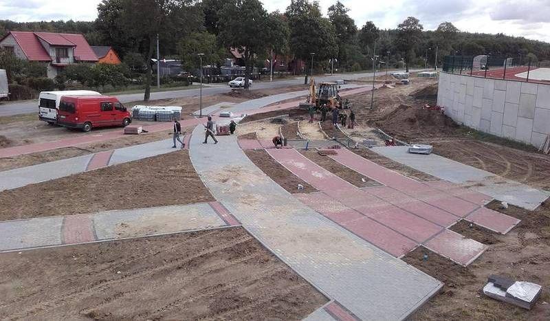 Chodnik w trakcie budowy