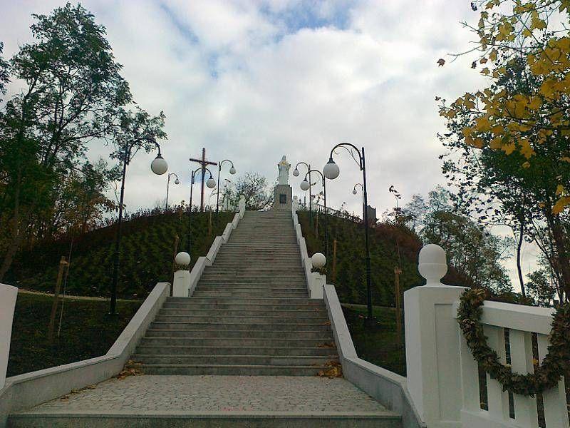 Schody do pomnika 1
